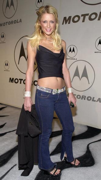 Фото №3 - Не ждали: почему джинсы с низкой талией снова в тренде (и как их носить)