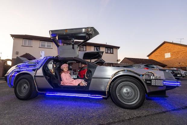 Фото №2 - Британский дизайнер потратил кучу времени и целое состояние, чтобы собрать точную копию машины из «Назад в будущее» (фото)