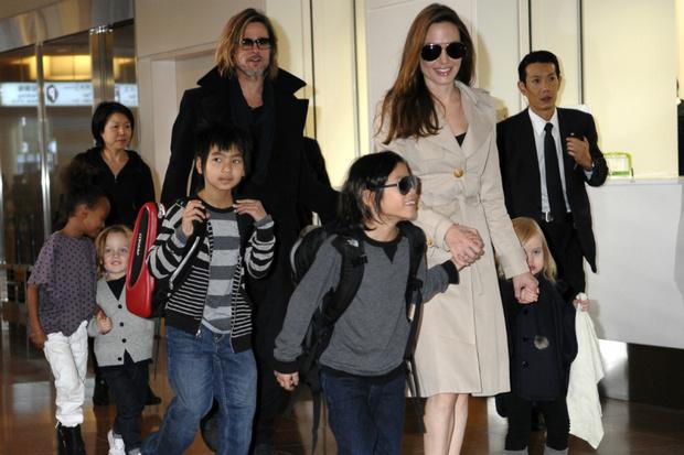 Фото №2 - Грустный праздник: Джоли старается отвлечь детей в 6-ю годовщину свадьбы с Питтом