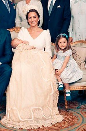Фото №6 - Просто «ах!»: малыши Кембриджи, Кейт, Меган и остальные в официальной фотосессии с крестин