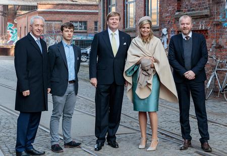 На фото в статье о королевской чете Нидерландов разглядели русский матерный след