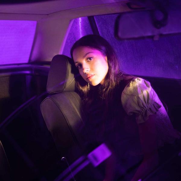 Фото №1 - Дебютный сингл «Drivers License» Оливии Родриго возглавил чарт Billboard Hot 100