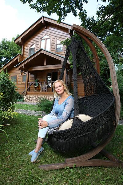 Фото №1 - Алена Яковлева: «Я сделала это! Построила дом одна»