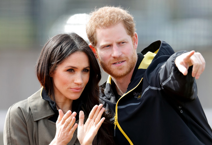 Фото №1 - Молчание— доллары: сколько Гарри и Меган заработали на тайнах дворца