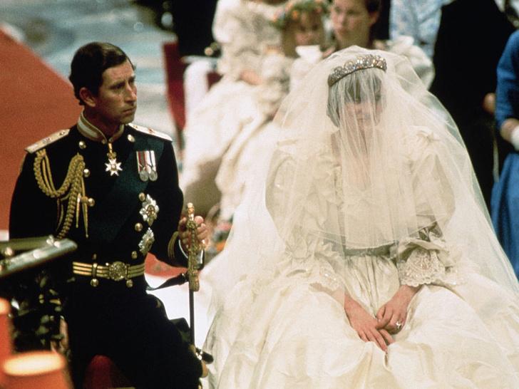 Фото №2 - Два слова, которые лучше всего описывают брак Чарльза и Дианы (и это не «счастливая семья»)