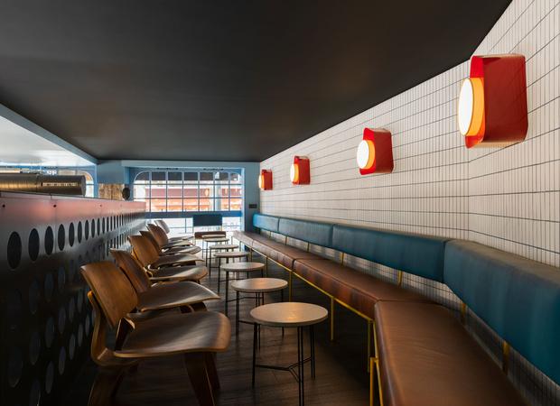 Фото №7 - Яркий бар La Raffinerie в Лионе