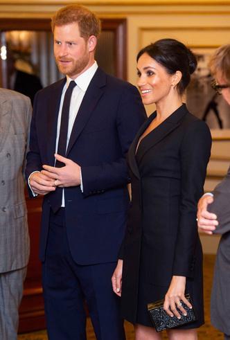 Фото №4 - Новый выход: Меган Маркл (в мини) и принц Гарри посетили рэп-мюзикл