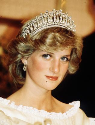 Фото №3 - Кейт Миддлтон впервые появилась в тиаре принцессы Дианы