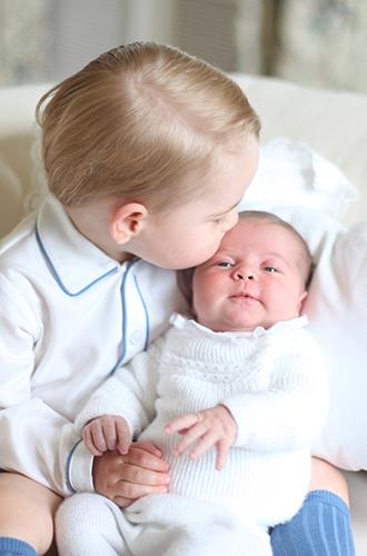 Фото №4 - Первая фотосессия: принцесса Шарлотта и принц Луи