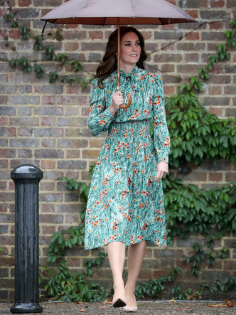 Фото №5 - От Елизаветы II до герцогини Кейт: любимые обувные бренды королевские особ