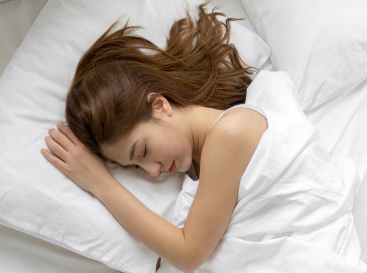 Фото №1 - Как всегда просыпаться с идеальными волосами: 5 правил ночного ухода