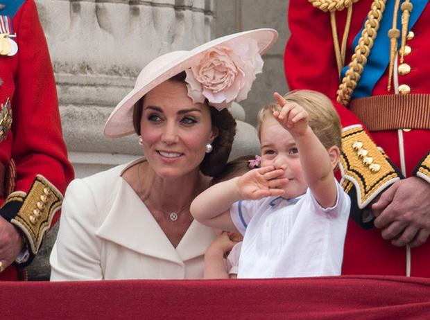 Фото №8 - Принцесса Шарлотта и принц Джордж стали главными героями «балконного шоу»