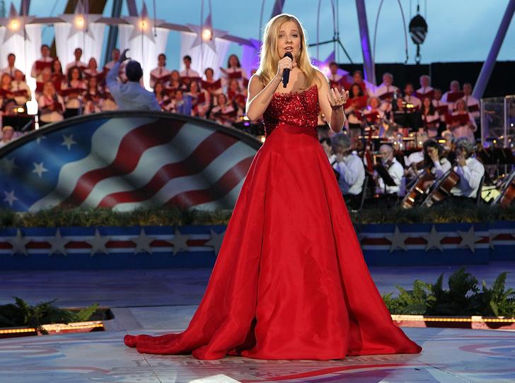 Фото №1 - Гимн для президента Трампа: кто такая певица Джеки Иванко