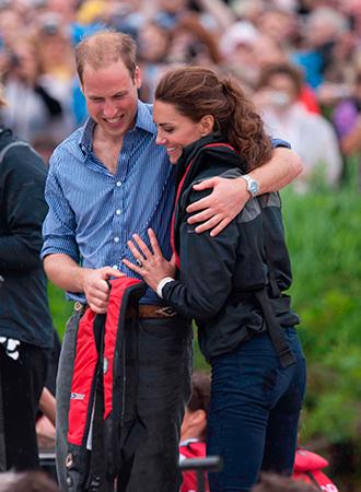 Фото №11 - Язык королевского тела: почему Уильям и Кэтрин не показывают чувства как Гарри и Меган