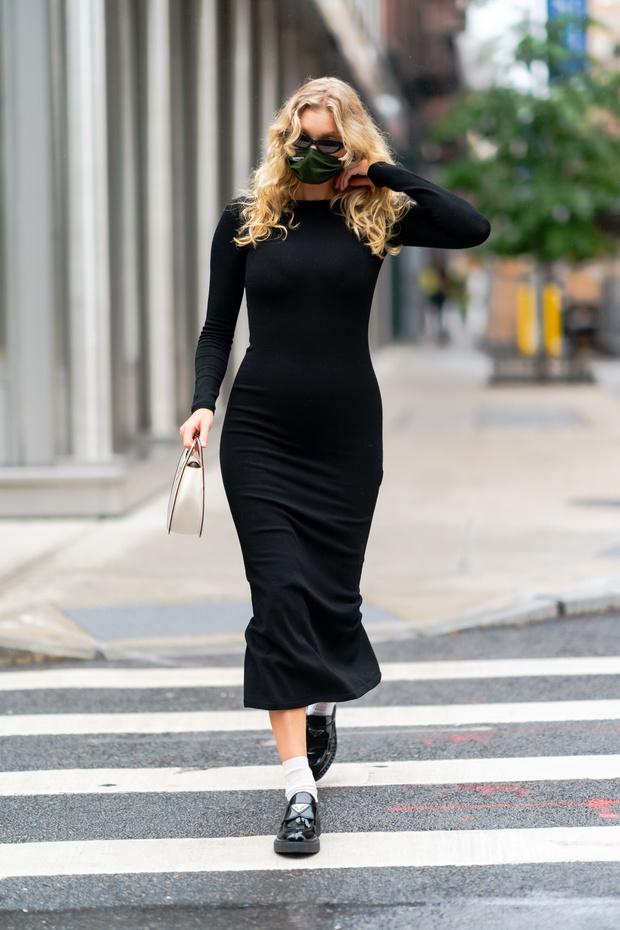 Фото №5 - Любимый микротренд + платье, подчеркивающее женственные изгибы: безупречный образ беременной Эльзы Хоск