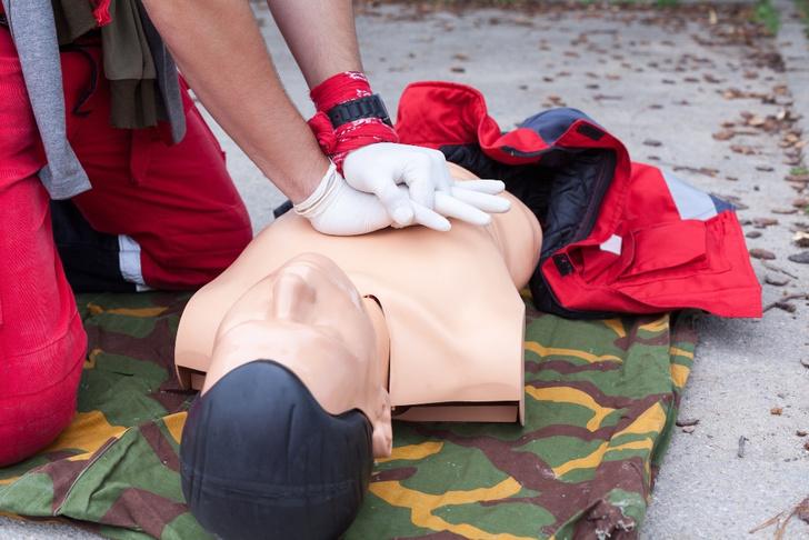 Фото №3 - Просто мимо проходил: 8 полезных фактов об оказании первой помощи