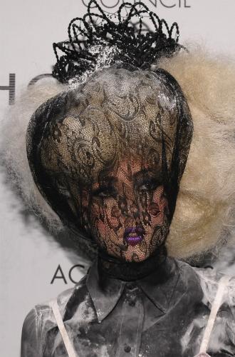Фото №3 - Как хорошела Леди Гага: все о громких бьюти-экспериментах звезды