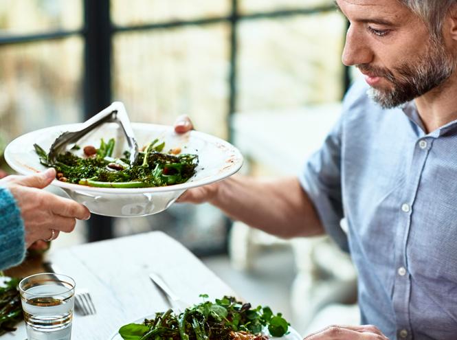 Фото №2 - Почему вегетарианство – хорошая профилактика «королевской болезни»