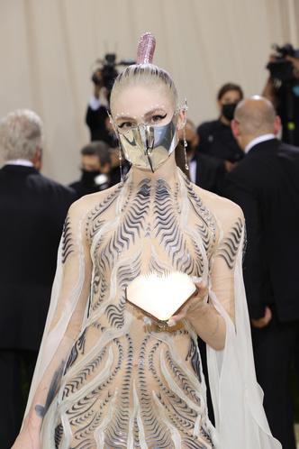 Фото №66 - Met Gala 2021: все модные образы бала Института костюма