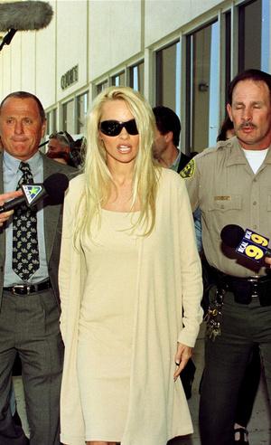 Фото №9 - Скандальная, модная, смелая: правила стиля Памелы Андерсон