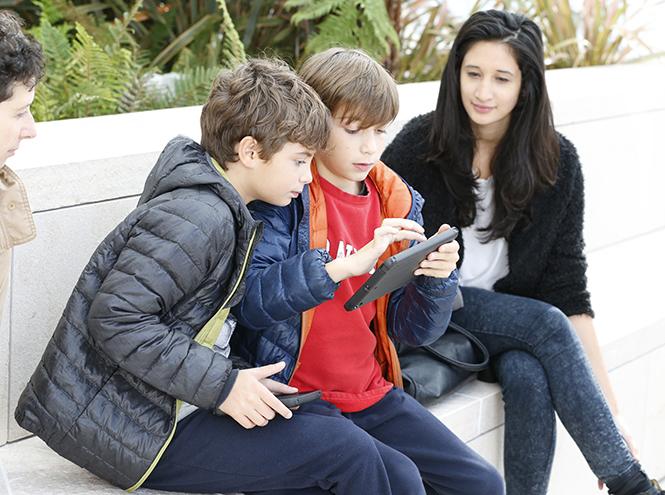 Фото №2 - Fondation Louis Vuitton запустил мобильное приложение