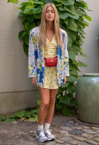 Фото №4 - Какие платья можно носить с кроссовками: советы стилиста