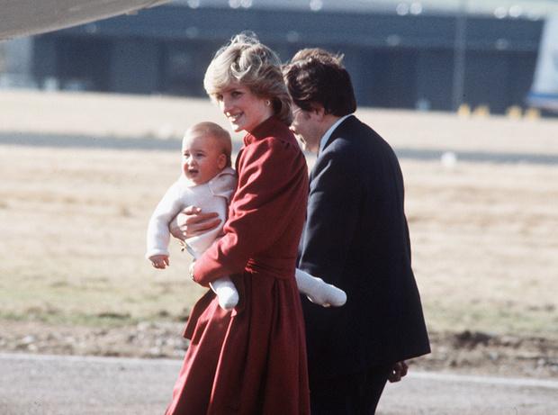 Фото №86 - 70 красных нарядов: как принцесса Диана носила любимый цвет
