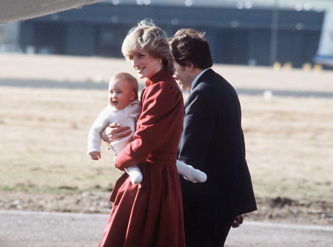 Фото №59 - 60 красных нарядов: как принцесса Диана носила любимый цвет