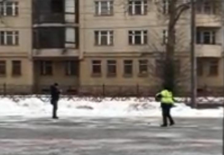 Фото №1 - В Ярославле коммунальщики имитировали бурную деятельность, но случайно попали на чужое видео