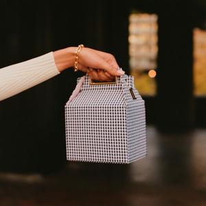 Фото №1 - А вы знали, что у Сьюки Уотерхаус есть очень симпатичный бренд сумок и украшений?