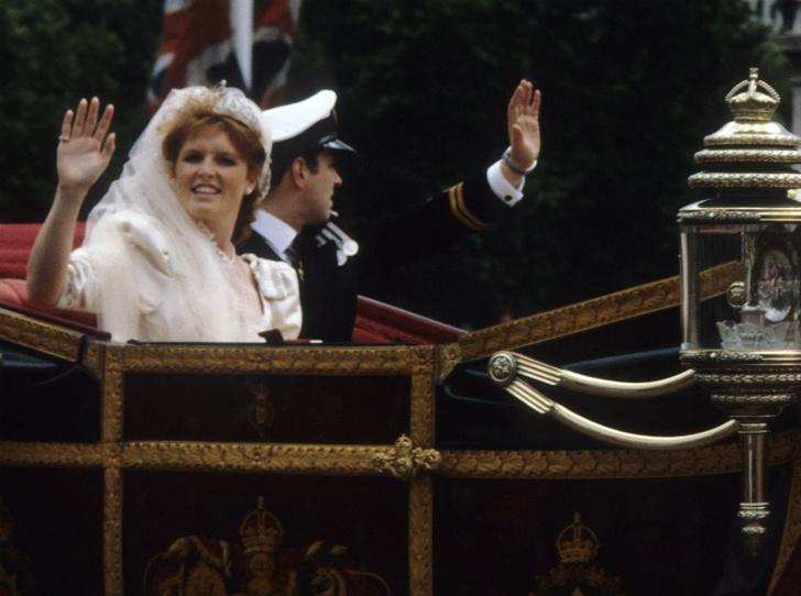 Фото №4 - Вслед за дочерью: британцы обсуждают свадьбу Сары Фергюсон с молодым бойфрендом