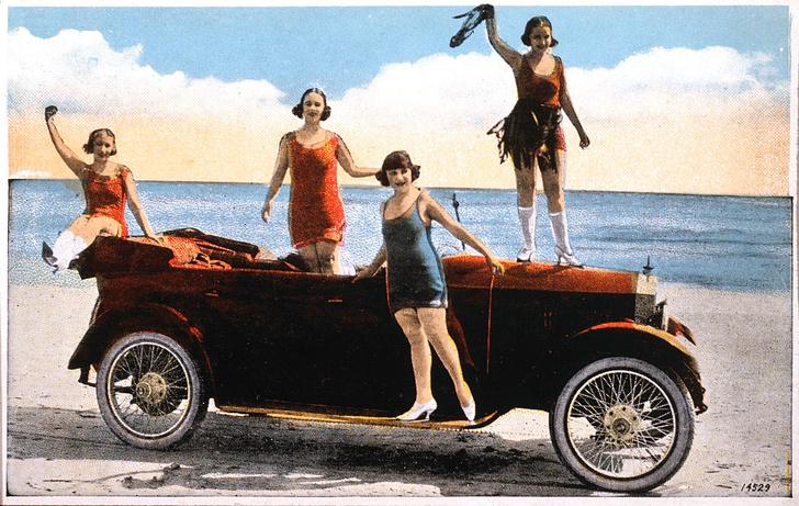 Фото №6 - Купаться разрешается! История женской пляжной моды в 10 фактах о купальниках