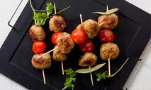 Мясные шарики с помидорами