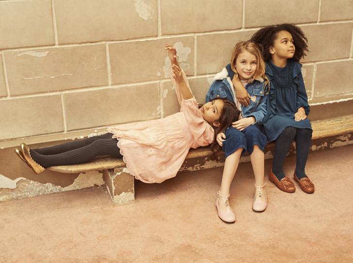 Фото №1 - Школьная обувь: 15 практичных вариантов «сменки» для девочки