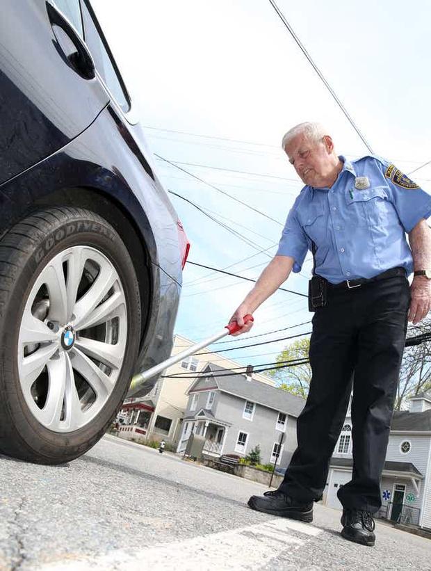 Фото №2 - Почему американская полиция маркирует колеса мелом?