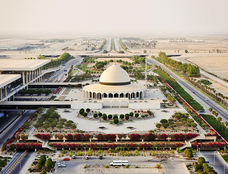 Фото №7 - Полет фантазии: 10 удивительных аэропортов мира
