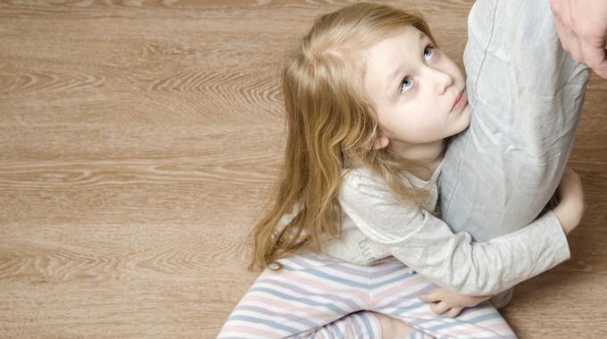 «Мама бросила меня. Но я все еще жду ее»: история отвергнутой дочери