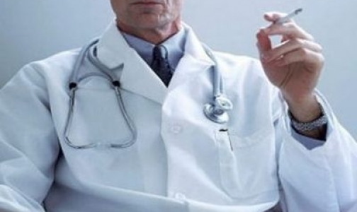 Фото №1 - Российских врачей попросили бросить курить