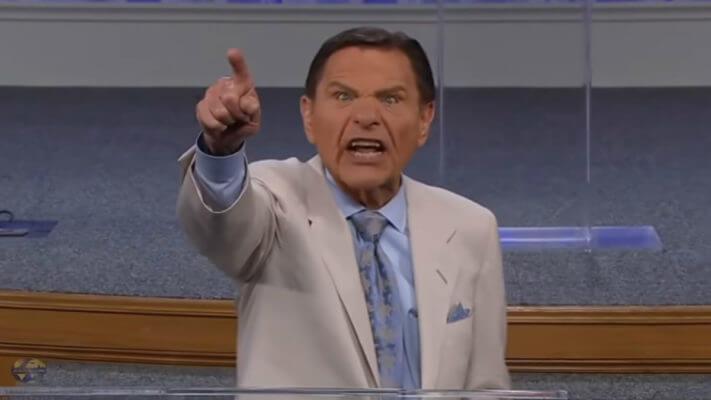 Фото №1 - Самый богатый американский пастор наорал на коронавирус (видео)