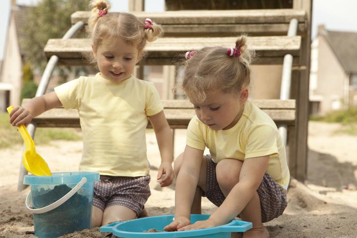 Фото №1 - Конфликты на детской площадке: вмешиваться или нет