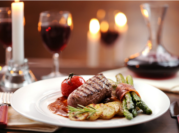 Фото №1 - Ужин на двоих: 5 блюд для первого романтического вечера