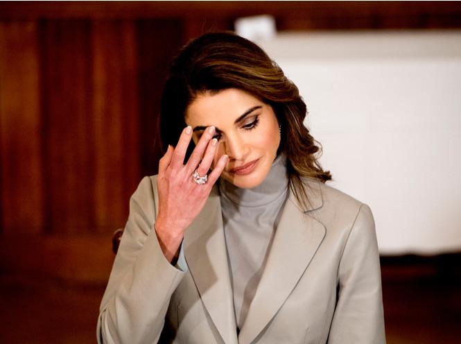 Фото №9 - Бриллианты напрокат: нарушила ли Меган «протокол», взяв серьги в аренду?