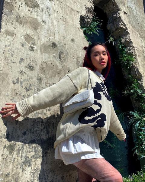 Фото №2 - С чем носить мини-юбку осенью 2021: берем пример с Чаны из XO Team