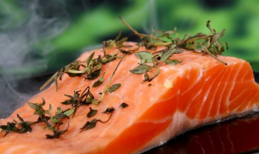 Фото №1 - Врачи рассказали, какую рыбу нельзя есть беременным и детям