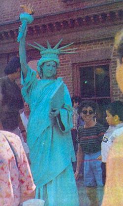 Фото №1 - Живая статуя на перекрестке