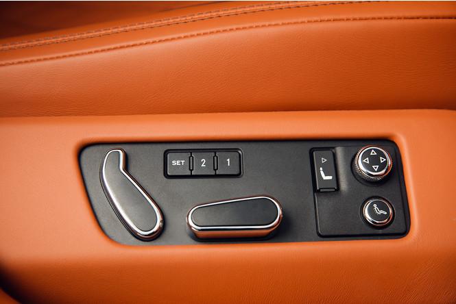 Фото №16 - Cамый быстрый четырехдверный Bentley в истории — Flying Spur W12 S
