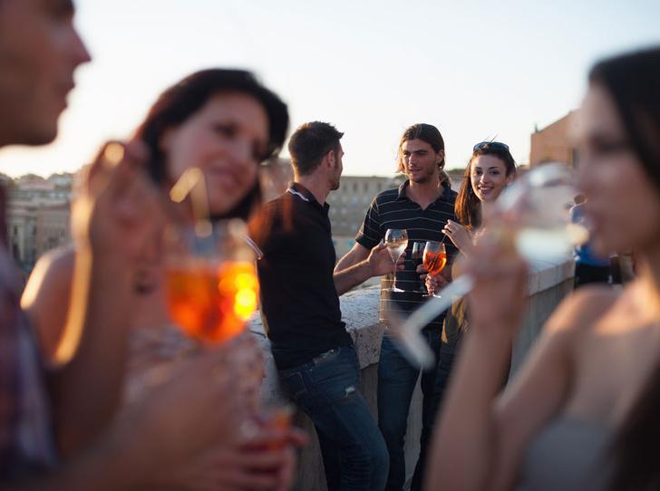 Фото №4 - Давайте поговорим: как завязать разговор с незнакомцем на светской вечеринке