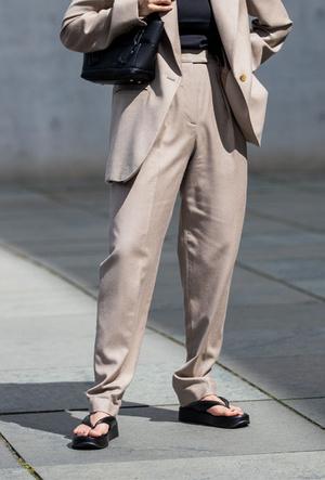 Фото №3 - Модные сандалии 2020: лучшие варианты для жаркого сезона
