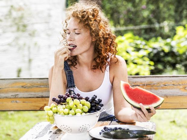 Фото №1 - 7 фруктов и ягод, которые нельзя есть каждый день (и почему)
