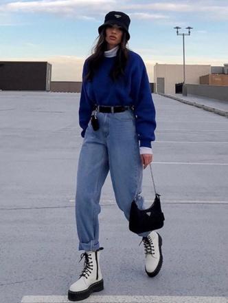 Фото №2 - Тренд: с чем носить джинсы-слоучи в повседневной жизни